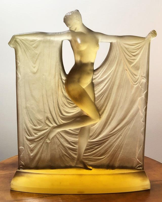 Statuette « Suzanne » jaune